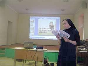 Šv. Mergelės Marijos Nekaltojo Prasidėjimo vargdienių seserų atstovė vienuolė Viktorija Plečkaitytė išsamiai pristatė Palaimintojo Jurgio Matulaičio draugijos siekius, jos sklaidą Lietuvoje, veiklos gaires ir tikslus